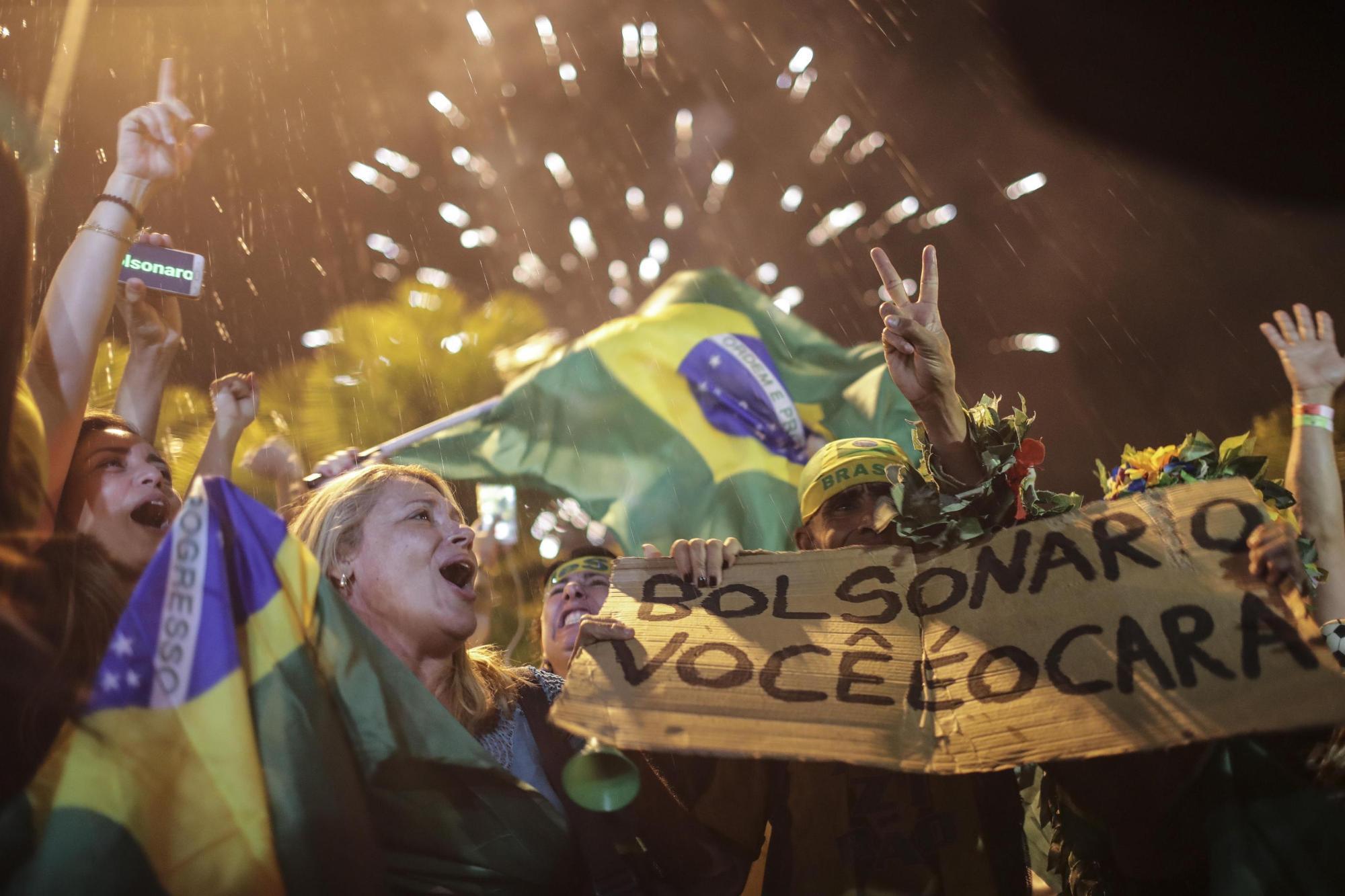 Brasile, festa nelle strade per il trionfo di Bolsonaro