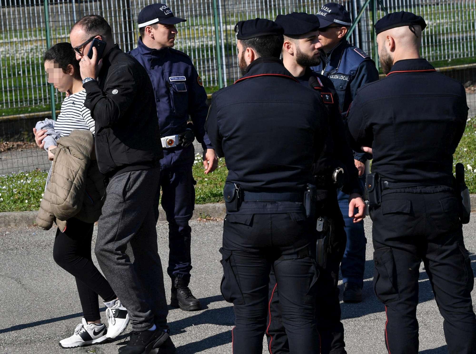Bus dirottato a Milano, il terrore sul volto degli studenti