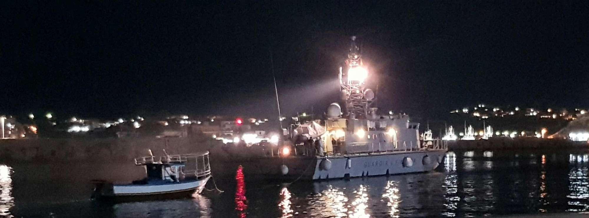 Migranti, altri sbarchi nella notte a Lampedusa