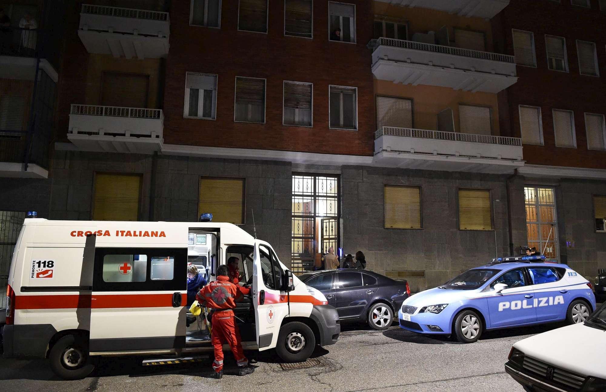 Torino, spara alla moglie malata e si uccide