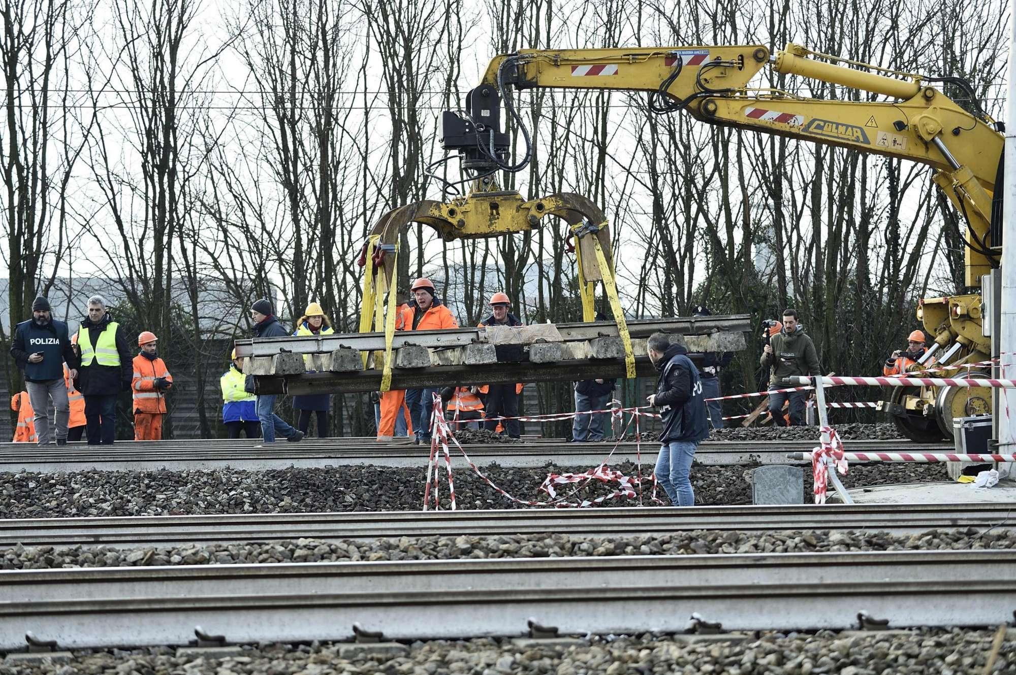 Pioltello, treno deragliato: sequestrato un altro giunto sul binario