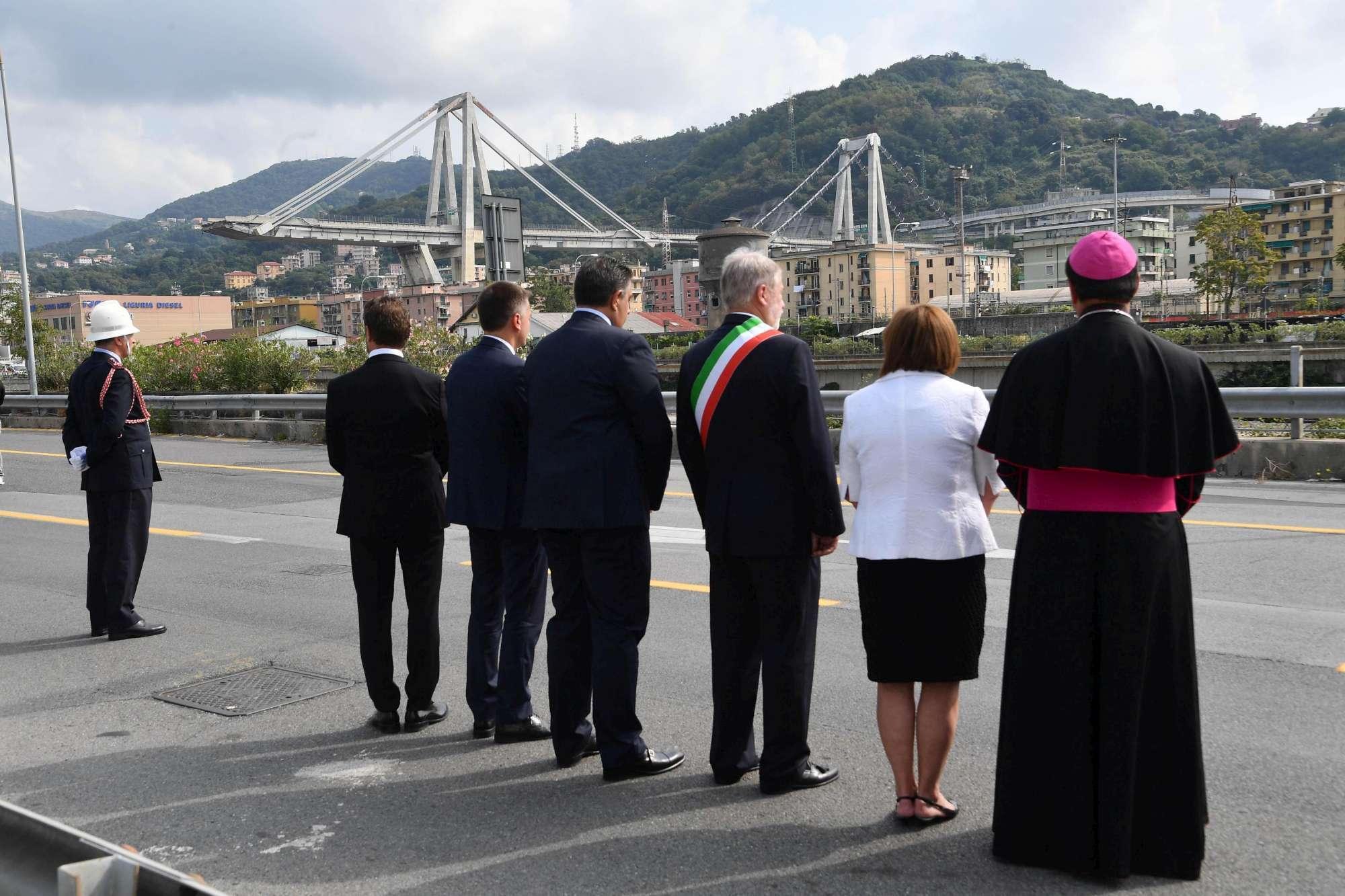 Un mese dal crollo del ponte, Genova si ferma e ricorda le 43 vittime