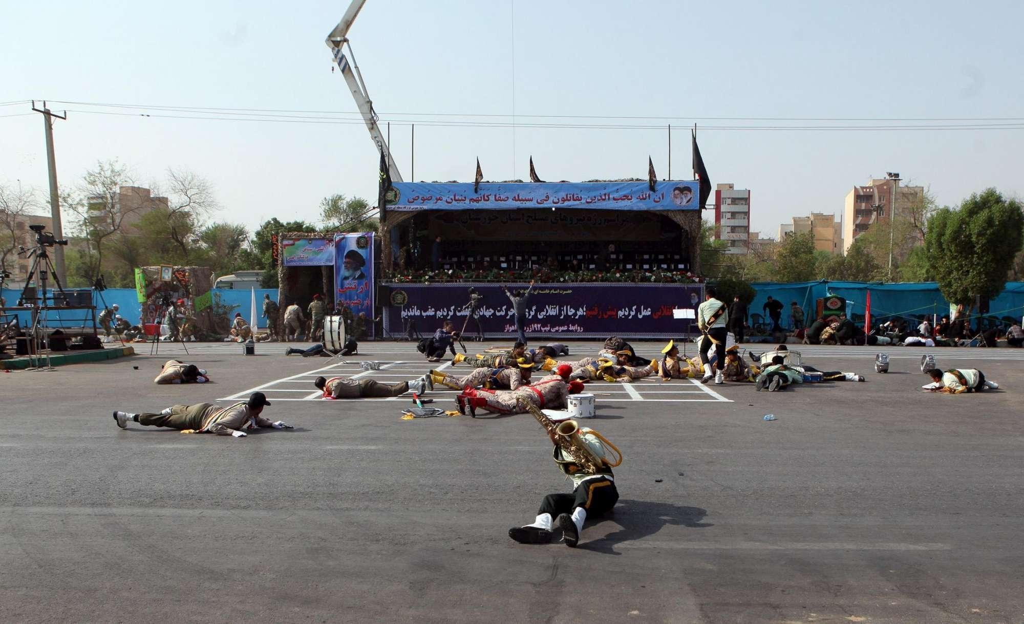 Iran, attacco a una parata militare ad Ahvaz: morti e feriti