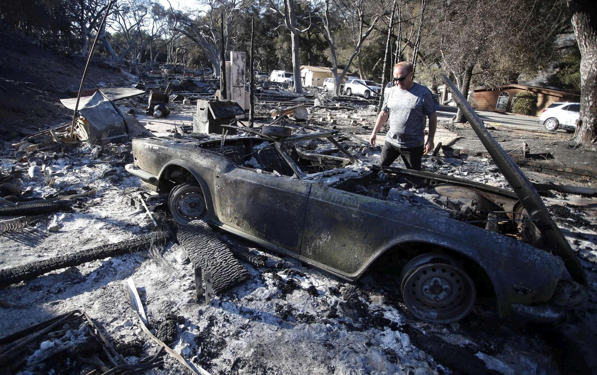 California, le devastanti immagini dei roghi