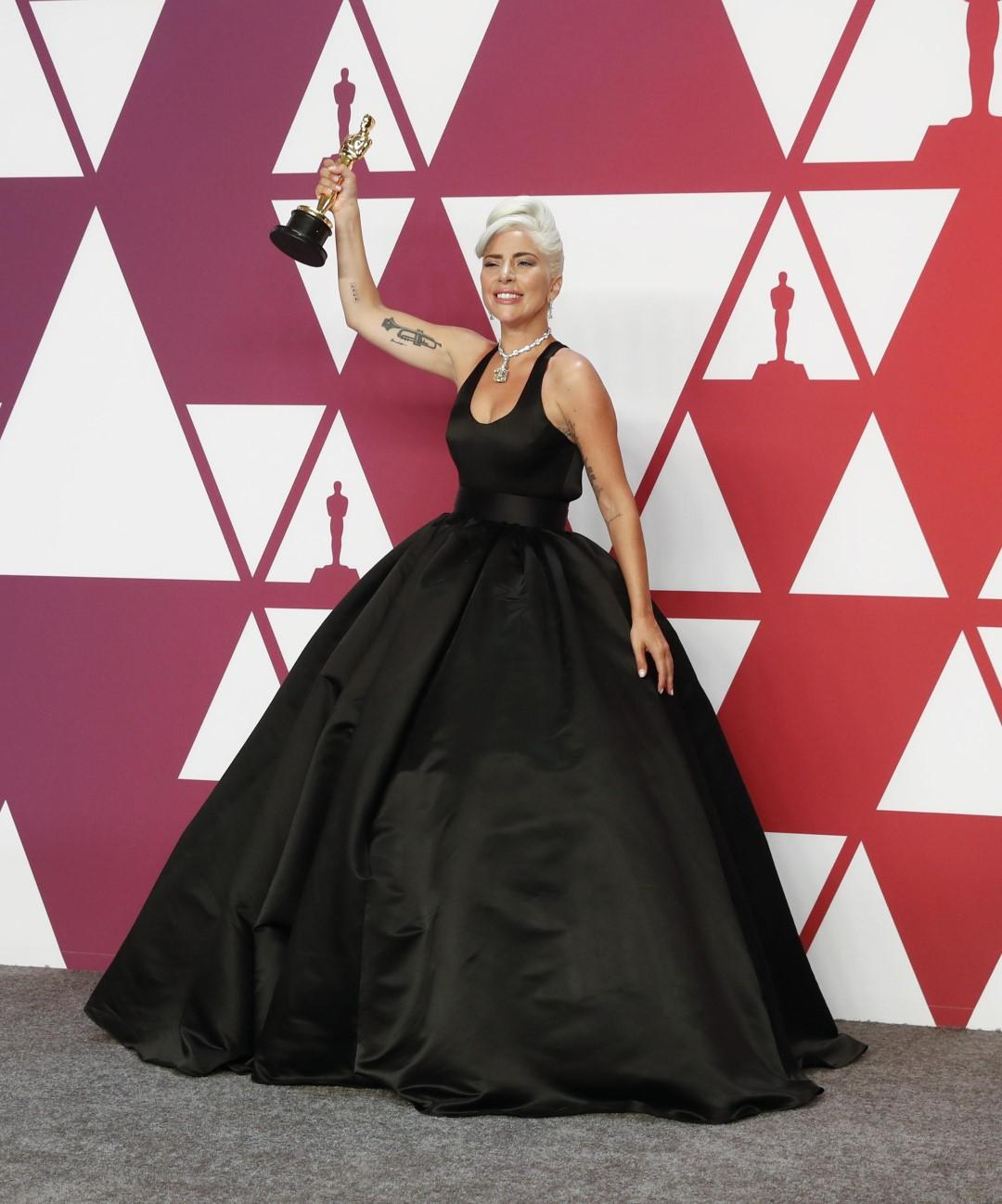 Oscar 2019, tutti i look: lo smoking con super gonna spiazza e vince