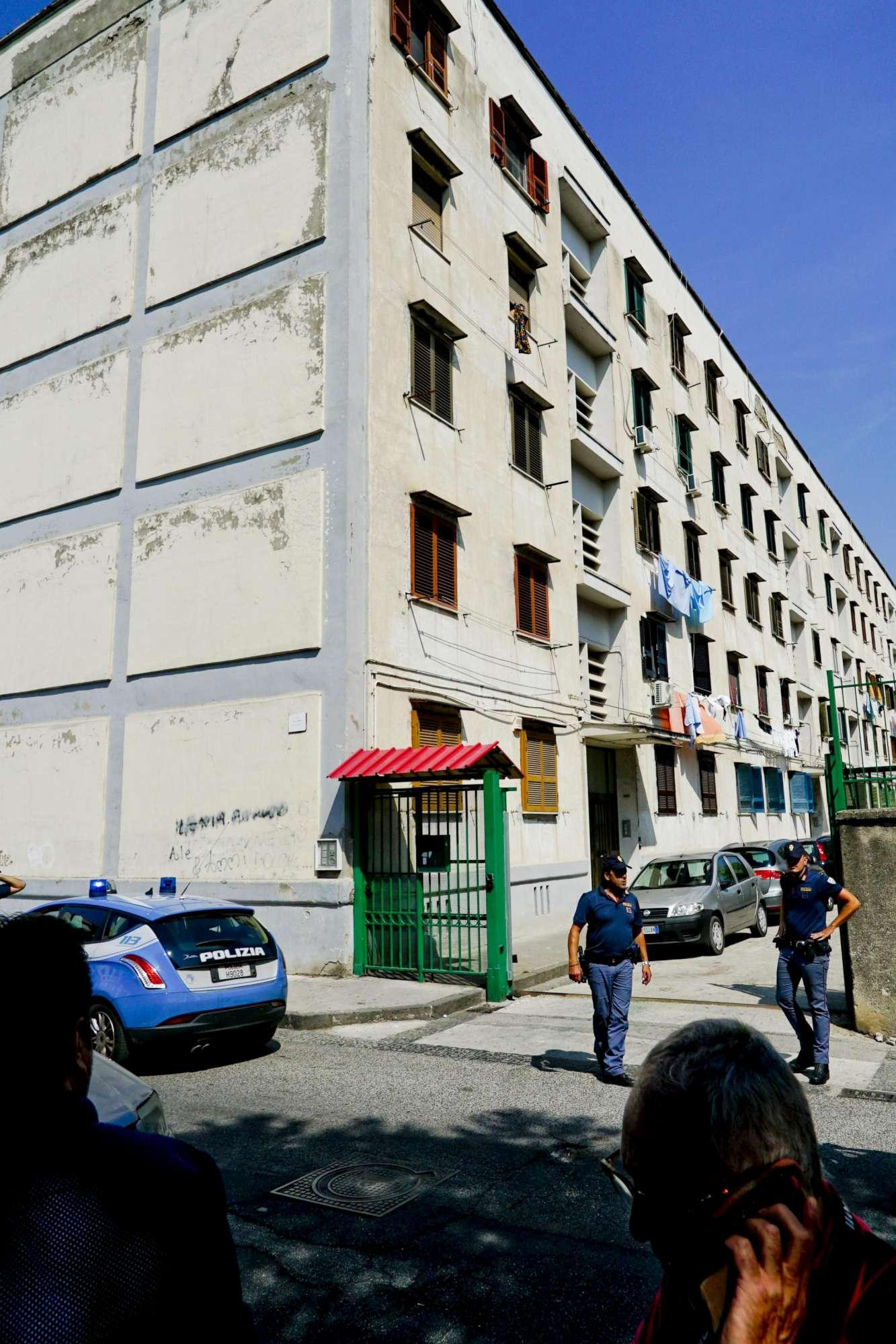 Napoli, inseguito da polizia muore cadendo da terrazzo