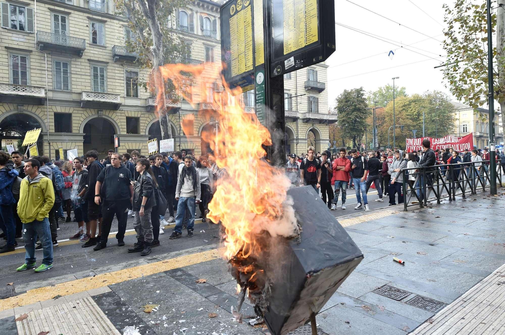 La scuola scende in piazza:  No al governo del cambiamento