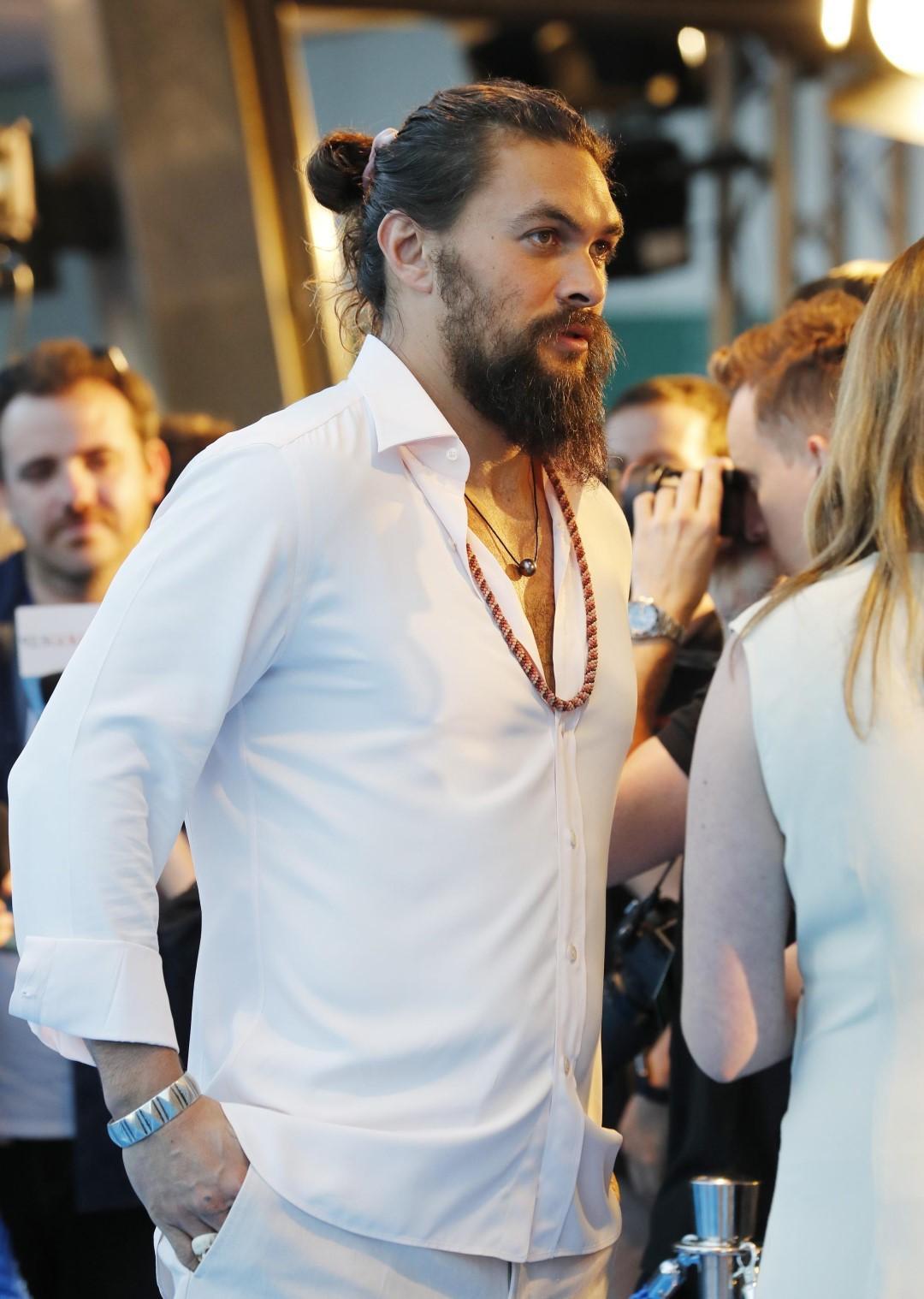 Uomo, vestirsi di bianco in estate: gli errori da evitare
