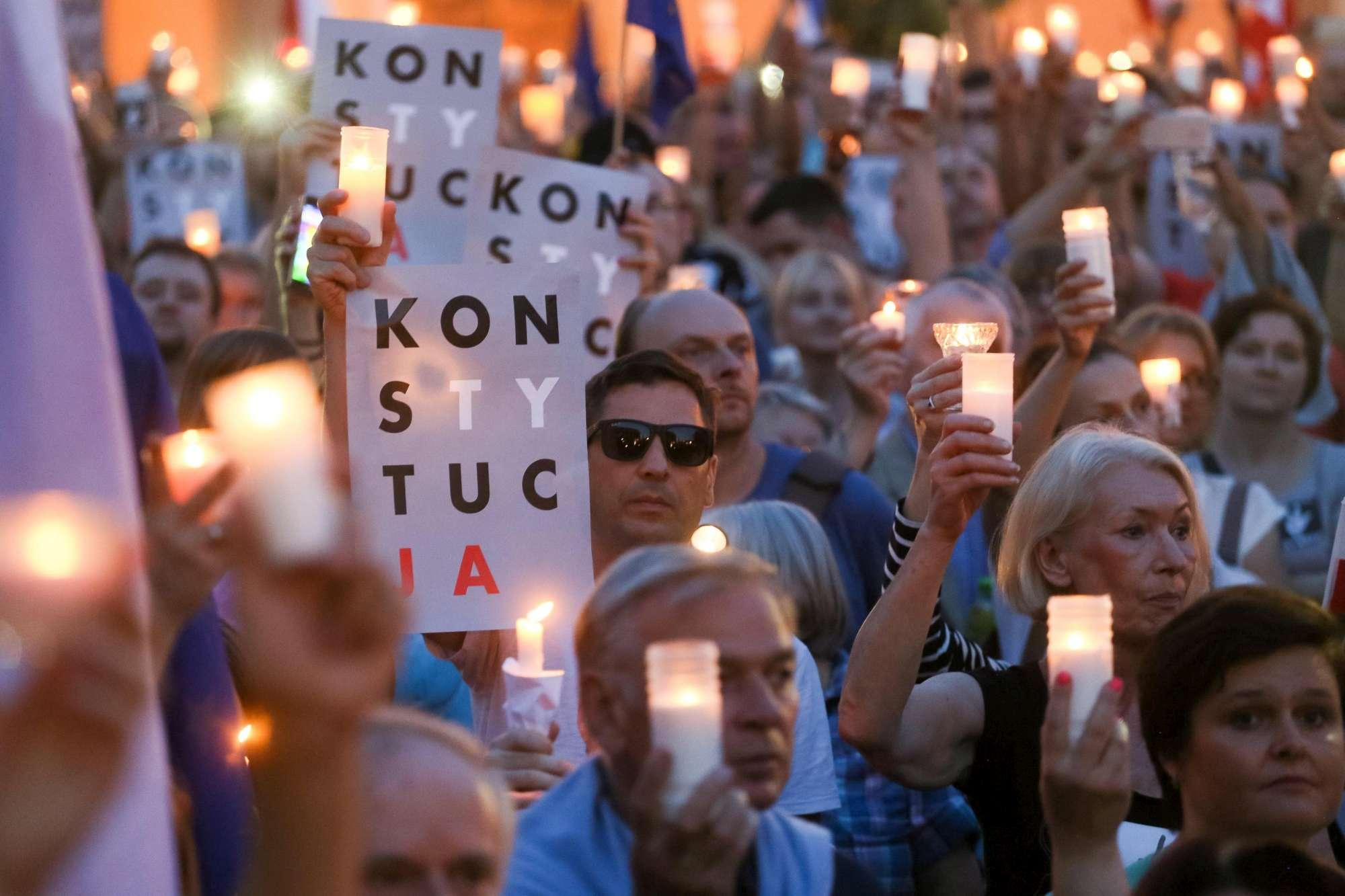 Polonia: migliaia in piazza contro riforma giustizia