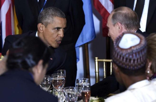 Stretta di mano e brindisi tra Obama e Putin al pranzo a margine dell'assemblea dell'Onu