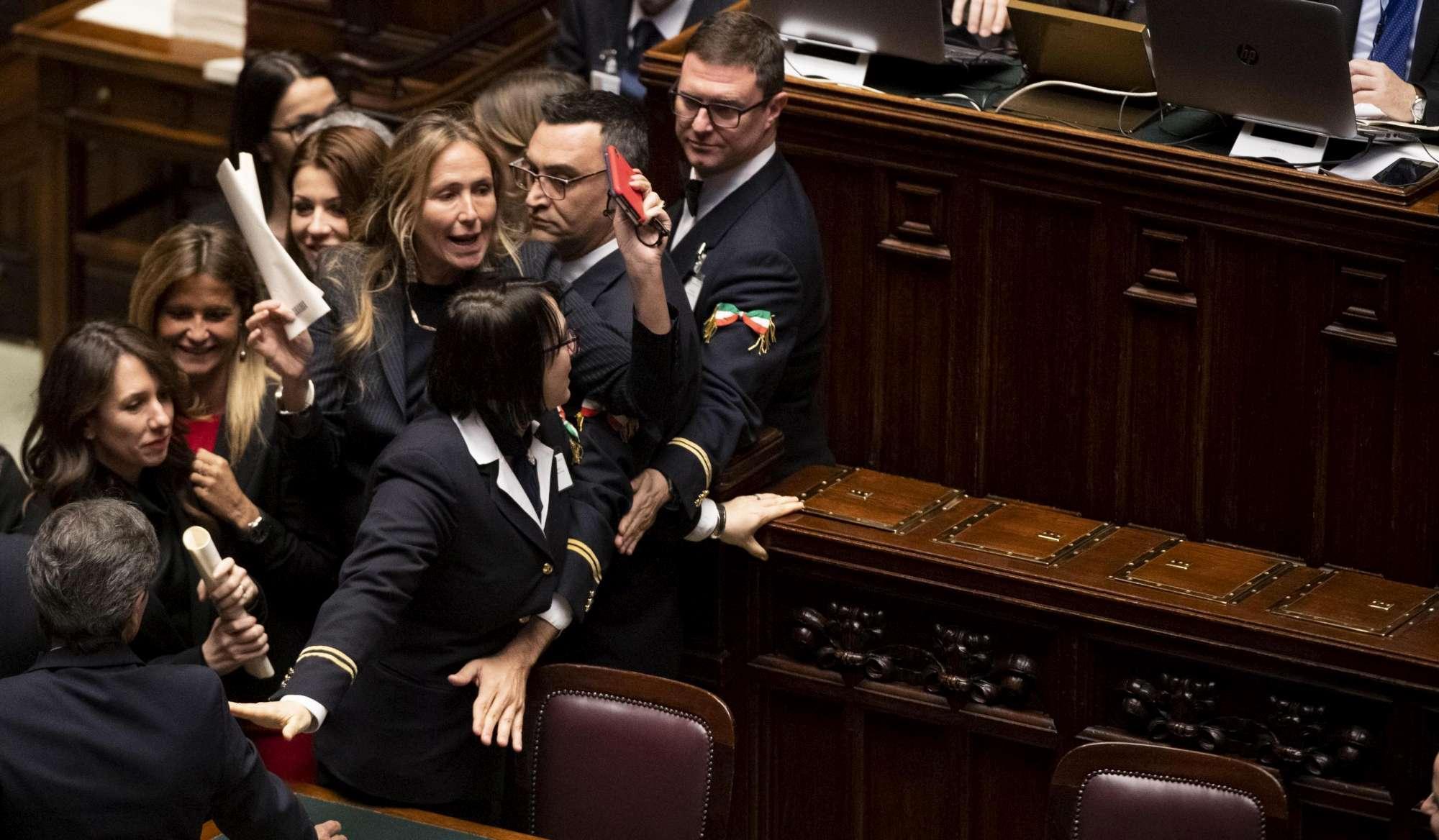 Camera, non passa l emendamento sul revenge porn: la protesta delle deputate