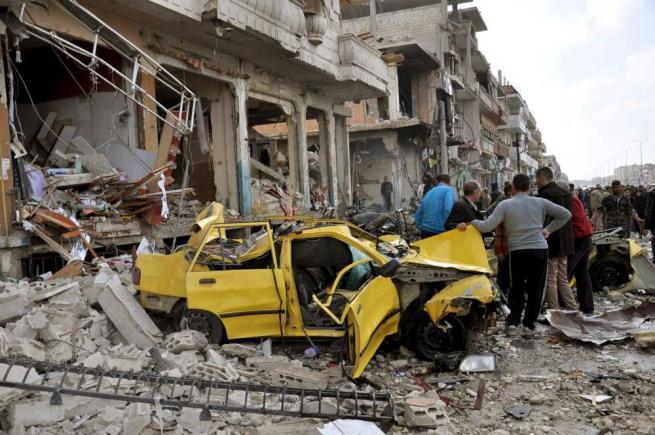 Siria, attentati a Homs e Damasco: 180 morti, l'Isis rivendica le stragi