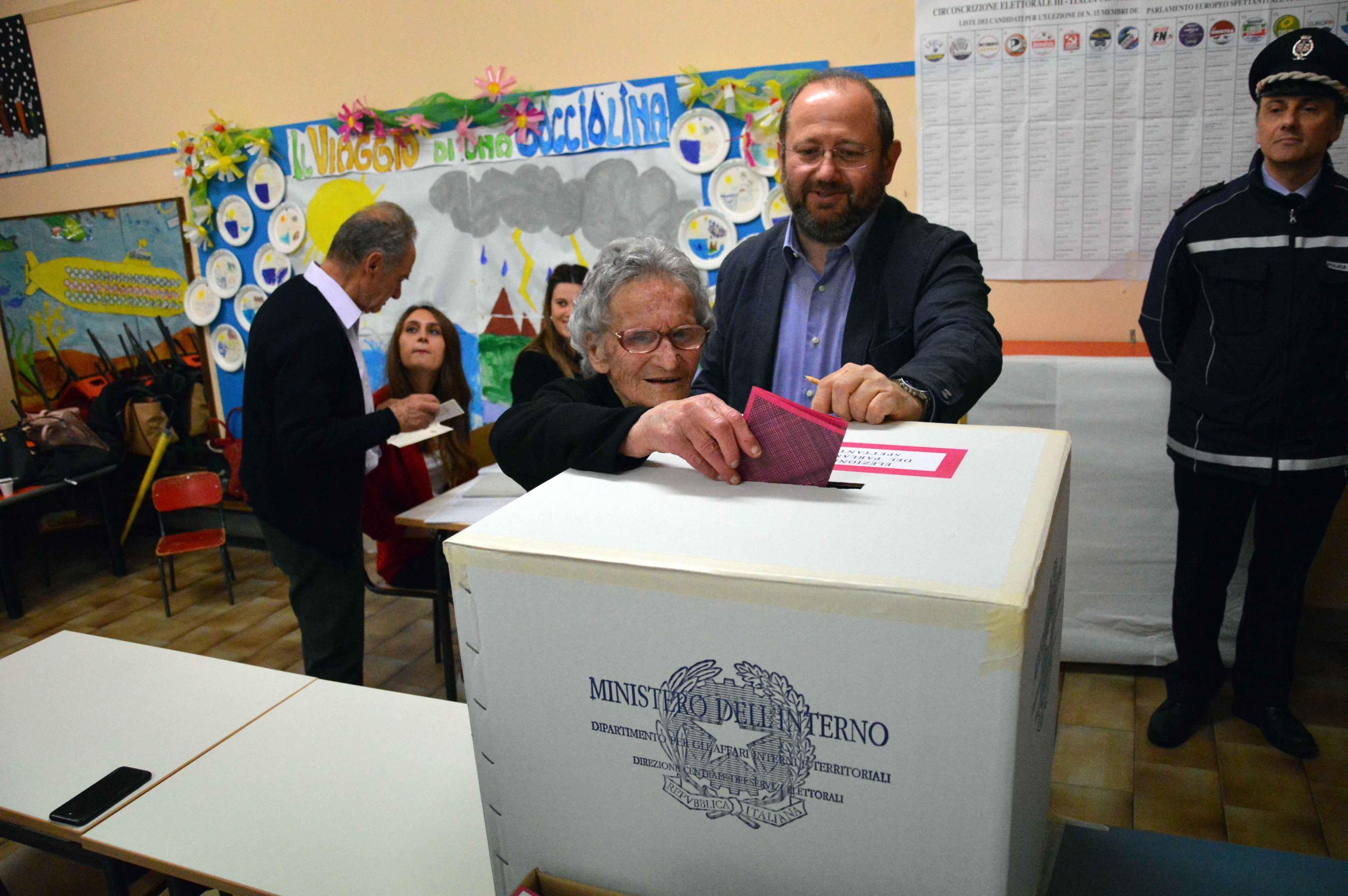 Europee, la nonna dei record vota a 108 anni: sempre al seggio dal 1946 | L appello ai giovani:  Non snobbate le elezioni