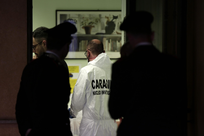 Roma, la scientifica nello studio medico dove è partito il colpo di pistola