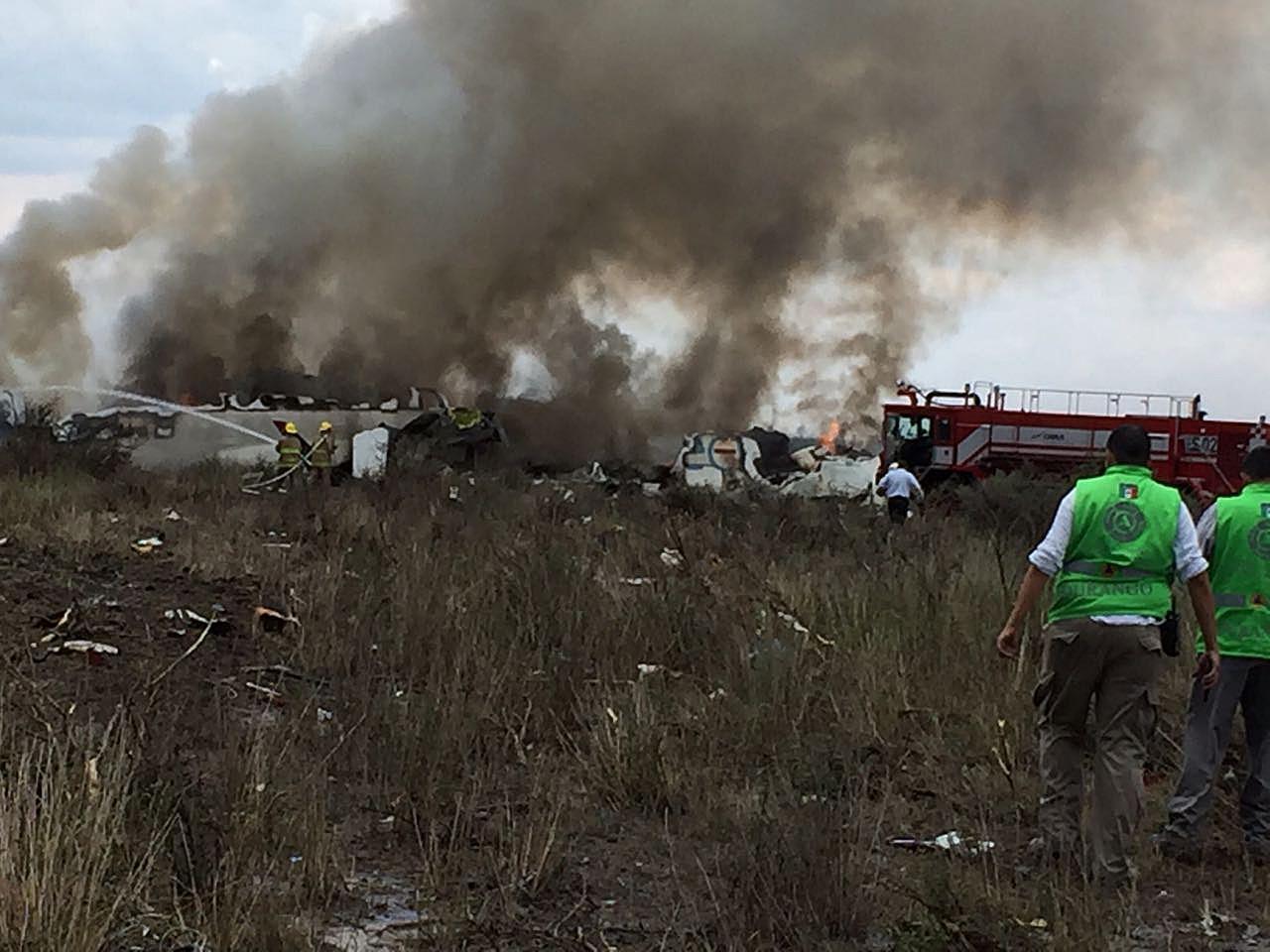 Messico, aereo si schianta: macchina dei soccorsi in azione