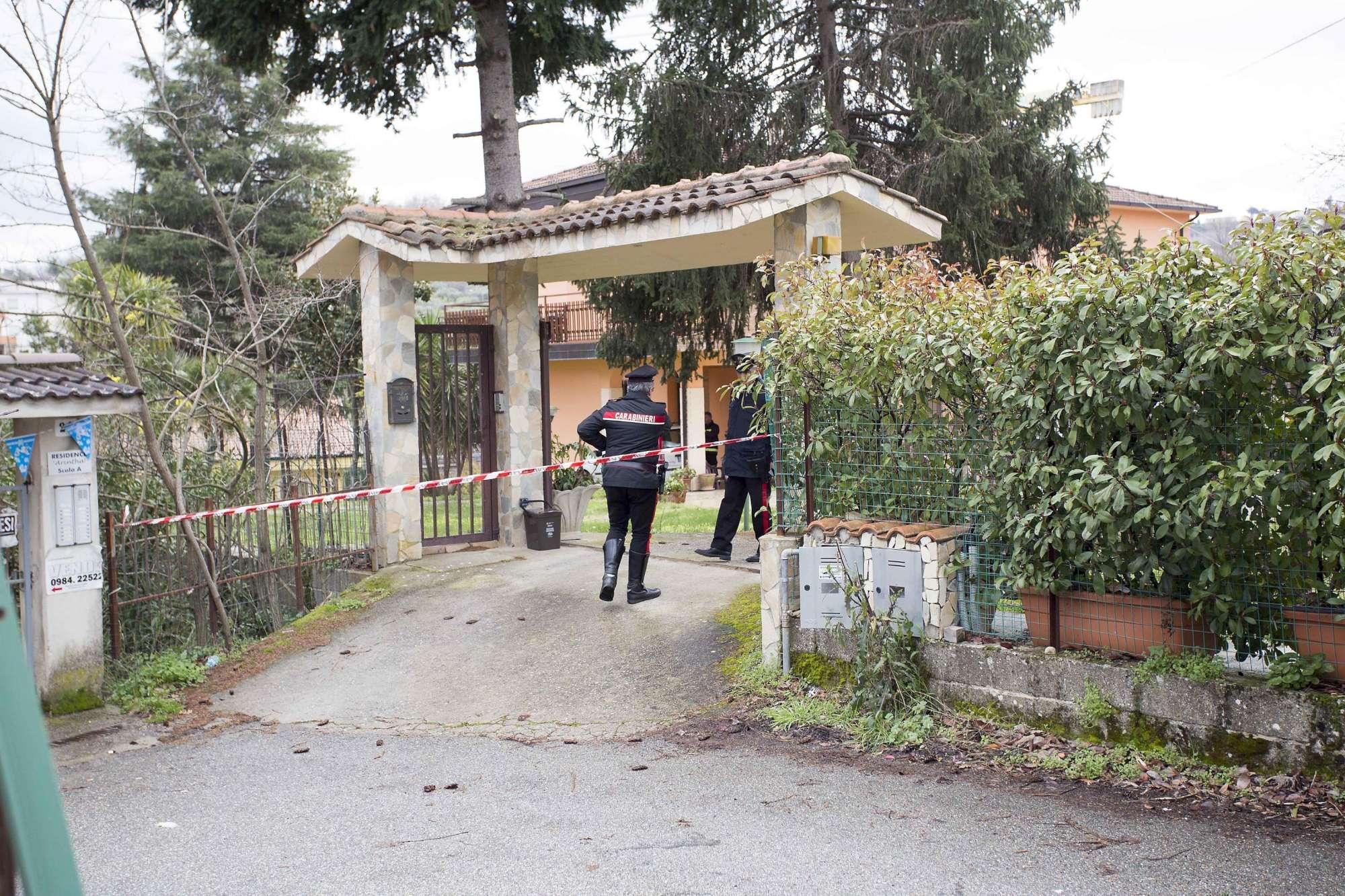 Famiglia sterminata nel Cosentino: 4 morti