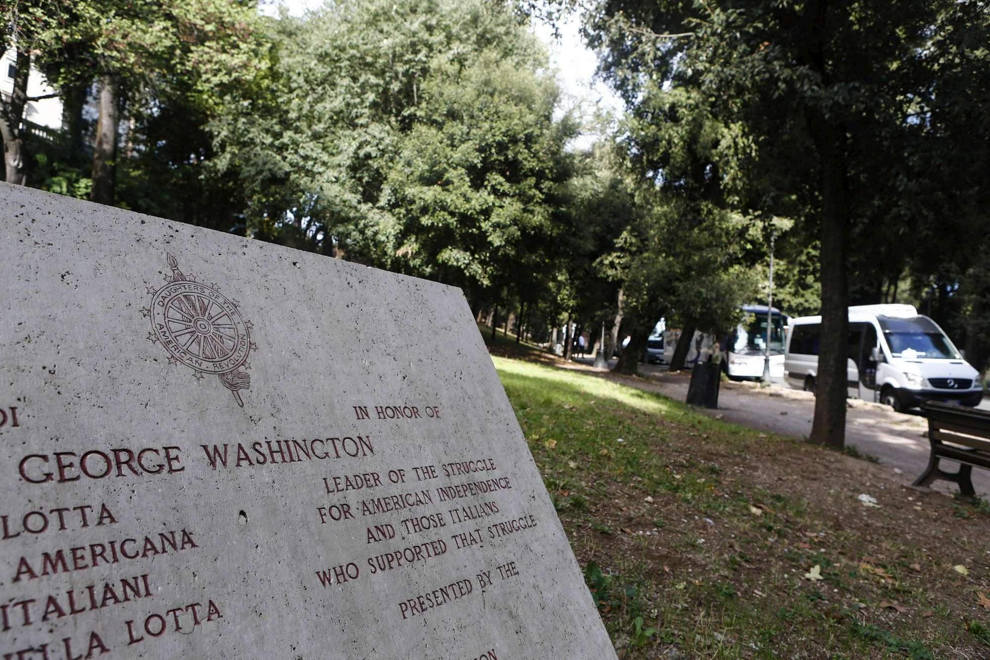 Roma, stuprata e legata ad un albero a Villa Borghese