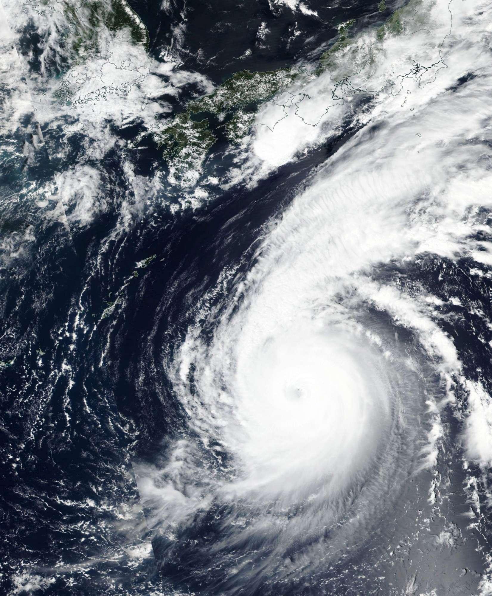 Giappone, la furia del tifone Jebi, ecco le immagini più impressionanti