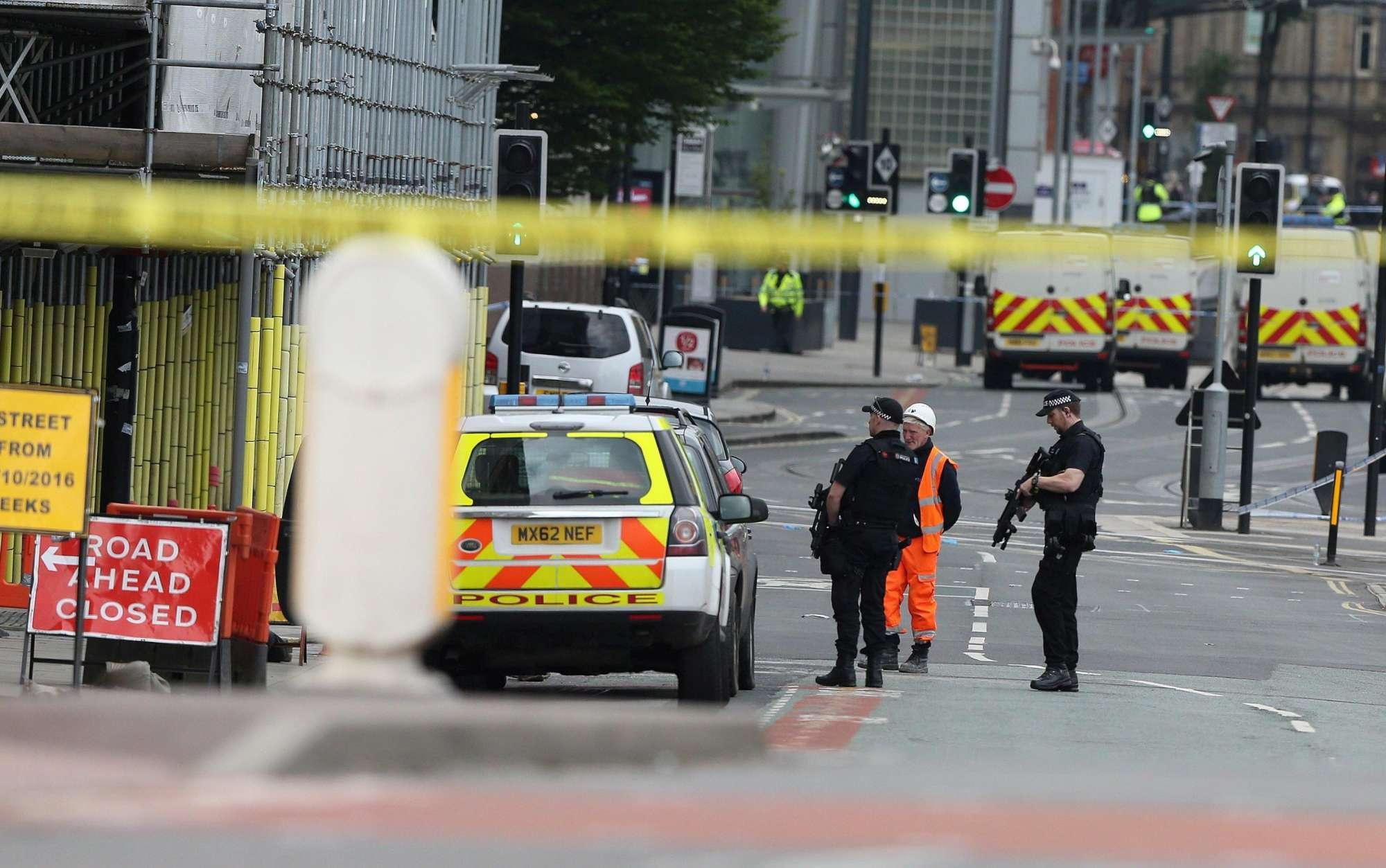Manchester, esplosioni dopo il concerto: morti e feriti