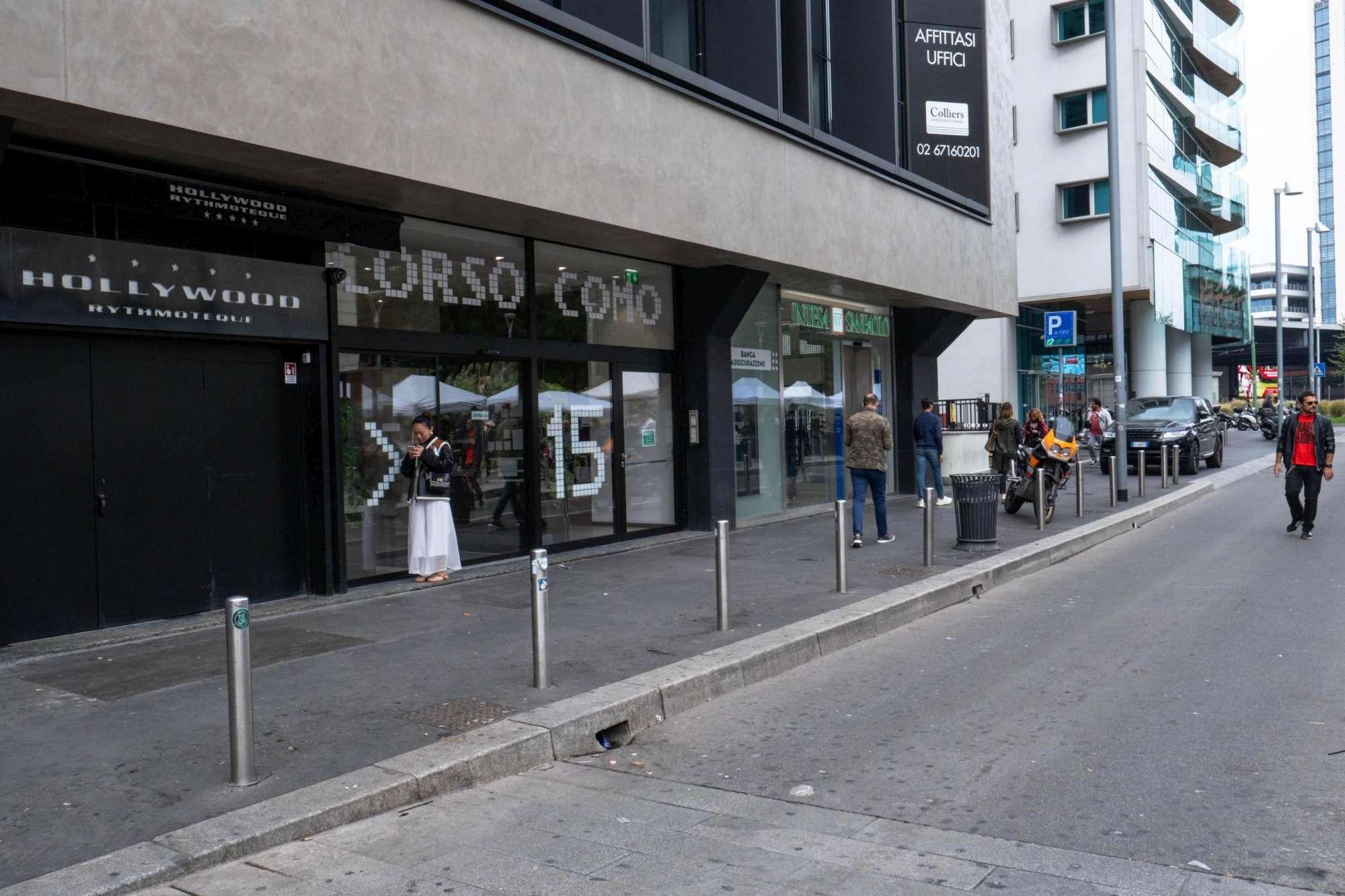 Milano, spray urticante crea panico in discoteca