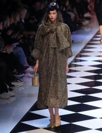 Moda  Dolce e Gabbana tra abiti a specchio e glitter - Tgcom24 d3454267dc2