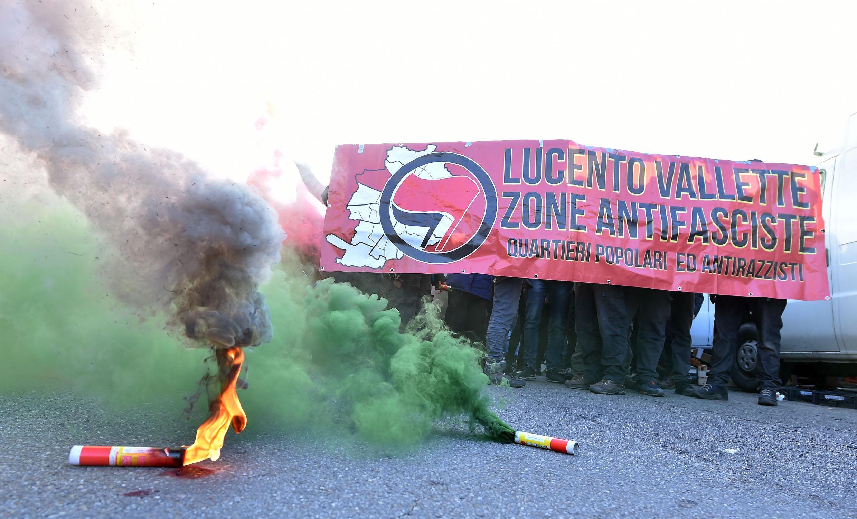 Protesta antifascista a Torino, scontri fra manifestanti e forze dell ordine