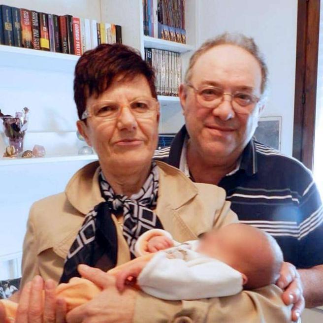 Sparatoria a Brescia, moglie e marito uccisi davanti alla loro pizzeria