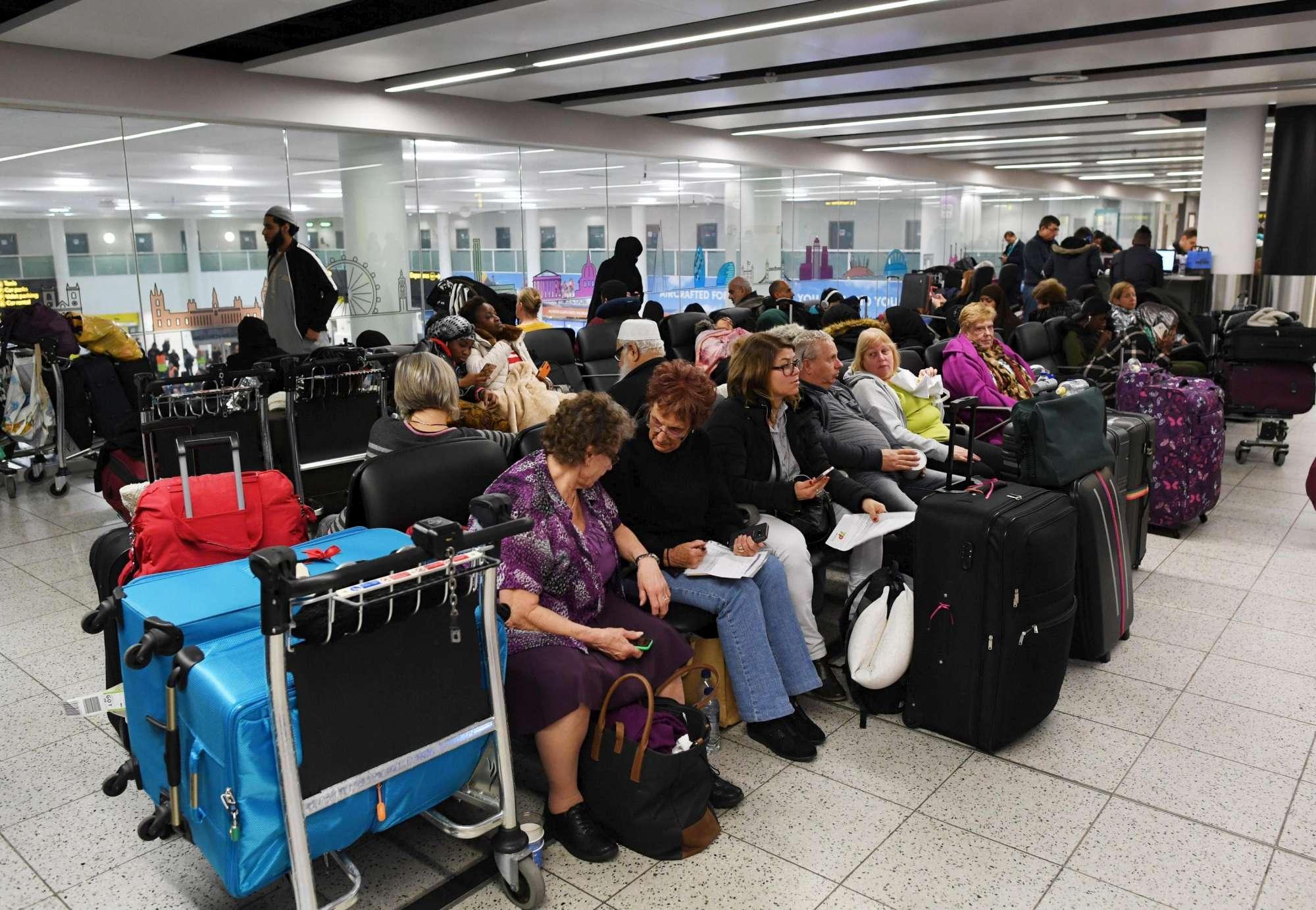 Gatwick, migliaia di passeggeri bloccati dai droni