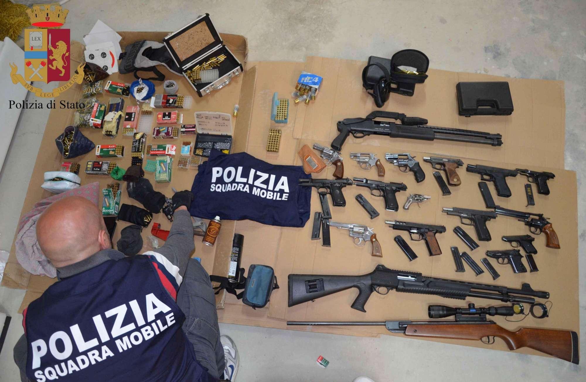 Polizia sequestra arsenale nel Ragusano