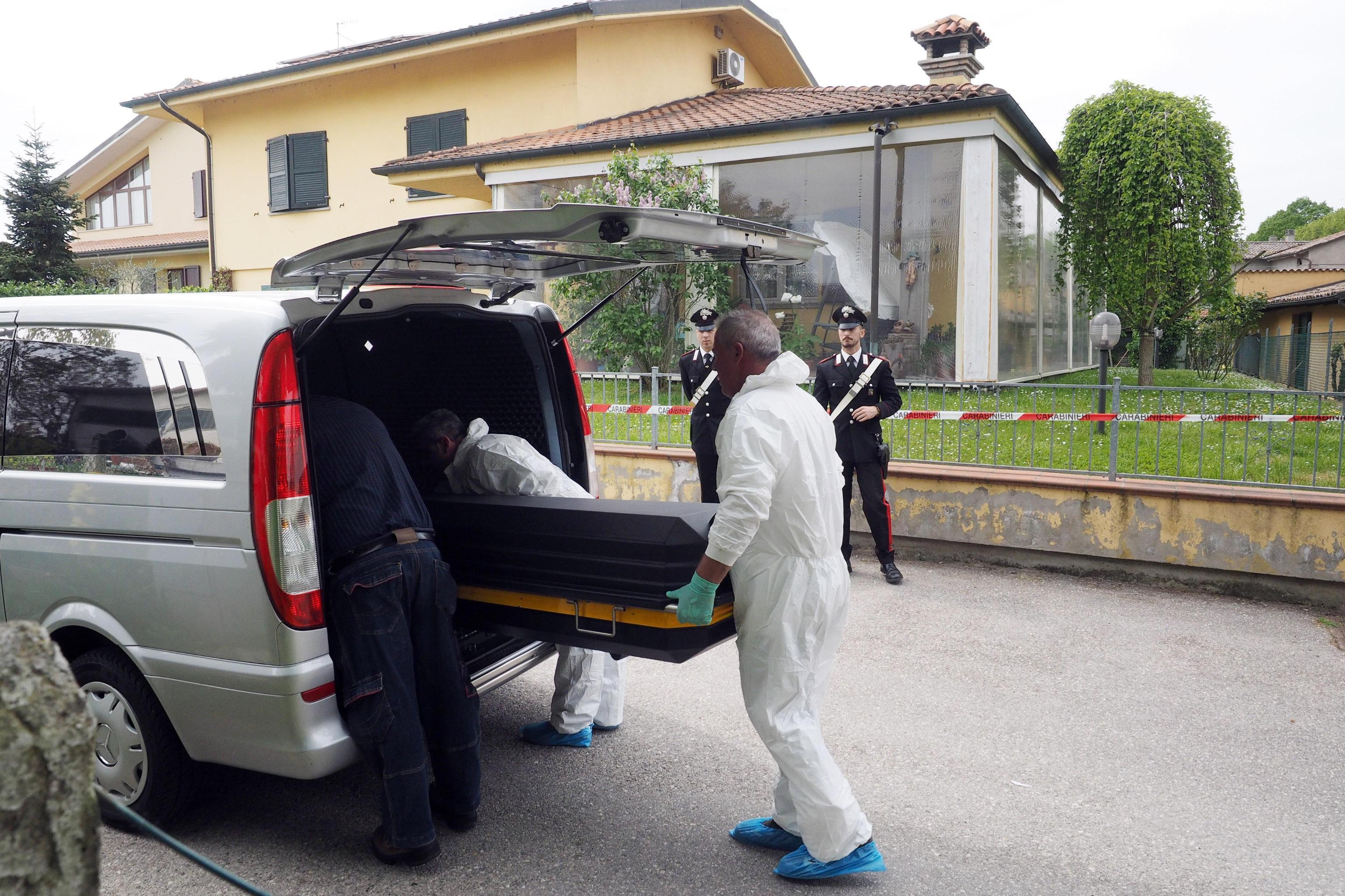 Donna uccisa in casa nel Bolognese con un taglio alla gola
