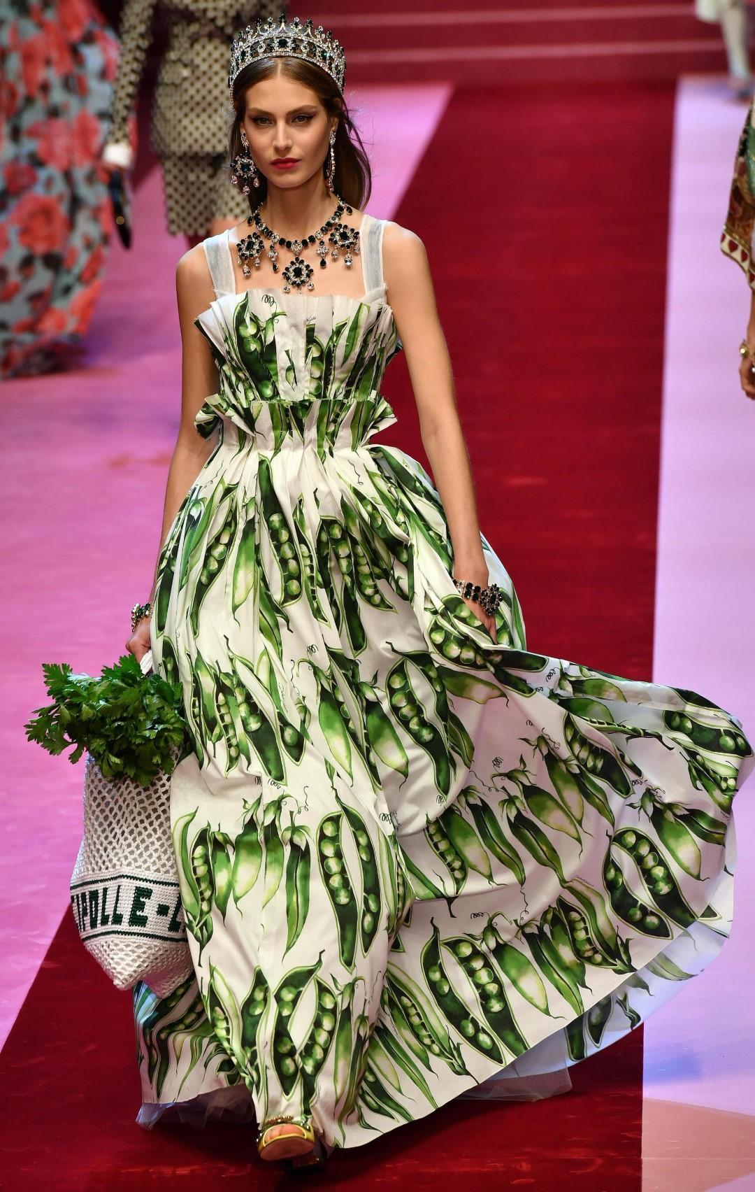 Dolce e Gabbana  la donna come Regina di cuori - Tgcom24 b20380c8ca9