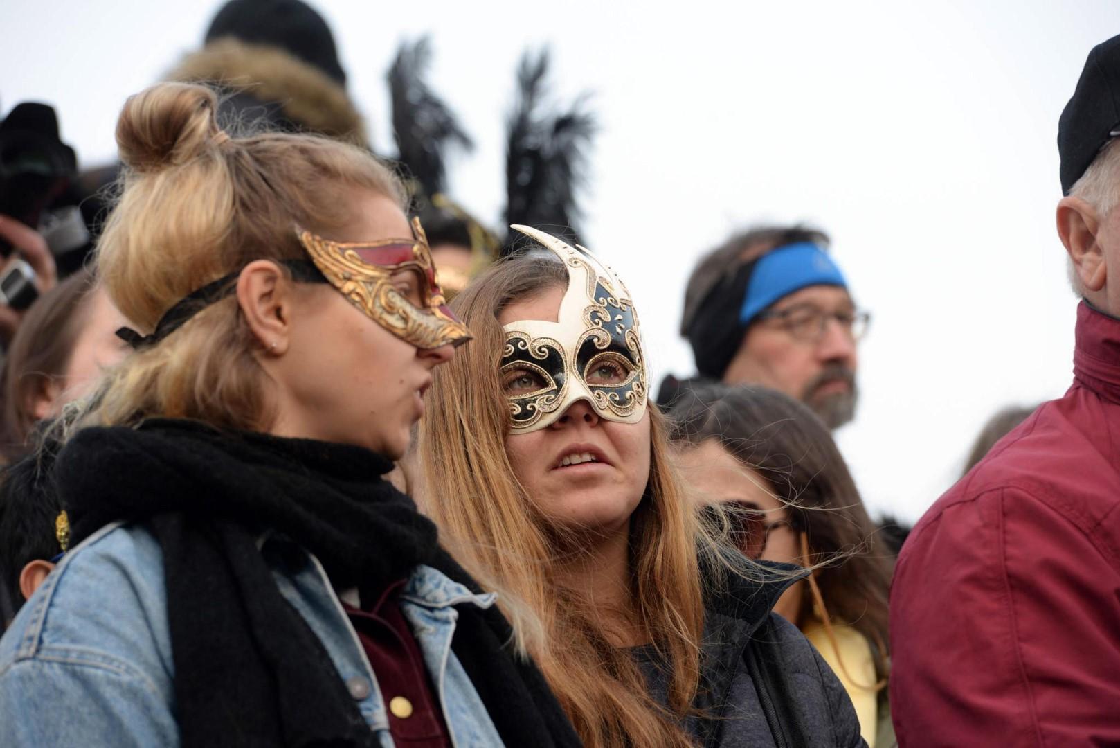 Venezia: la sfilata di apertura del Carnevale