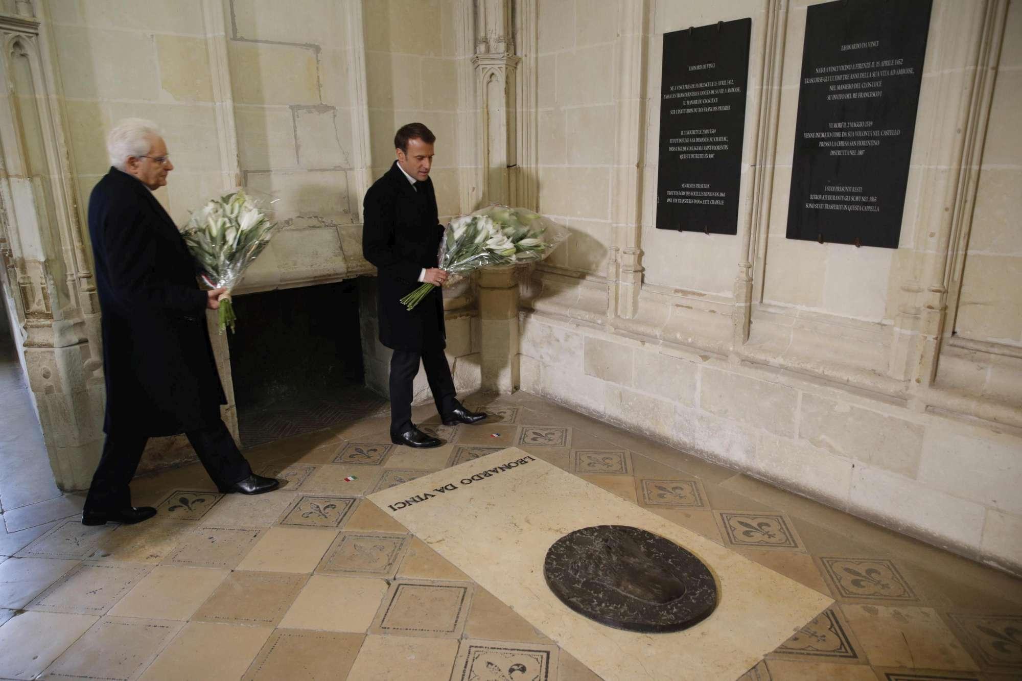 Mattarella visita Notre-Dame: