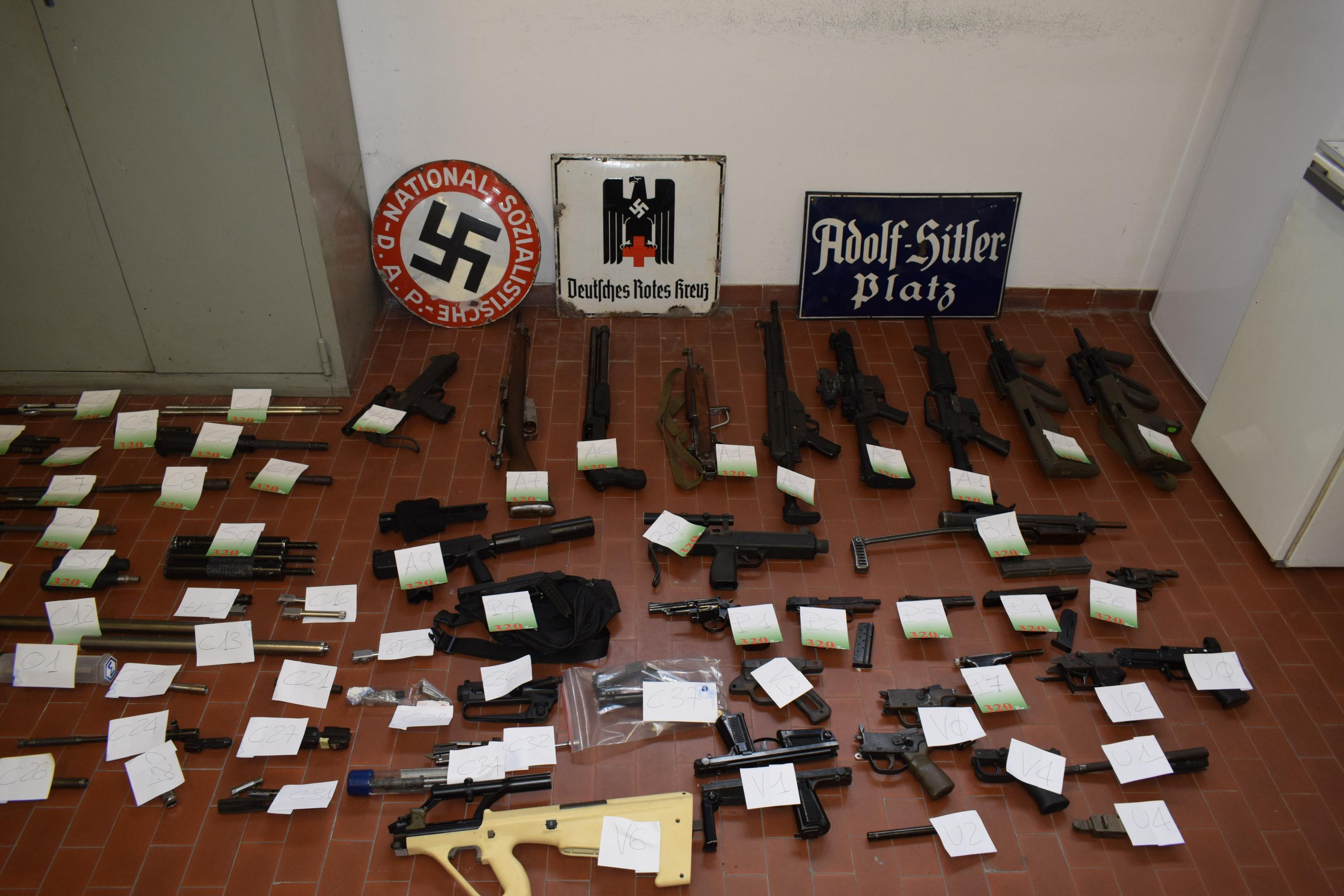 Torino, arsenale da guerra in mano di estremisti