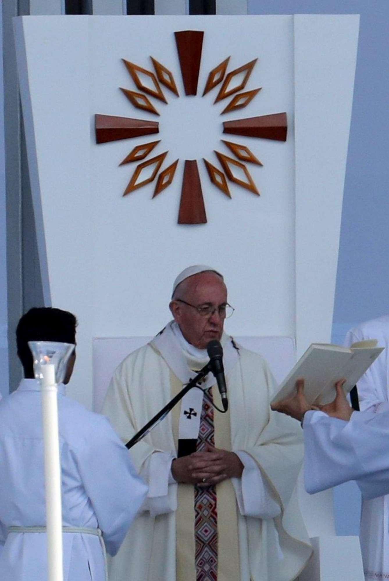 Colombia, 1,1 milioni di persone alla messa del Papa