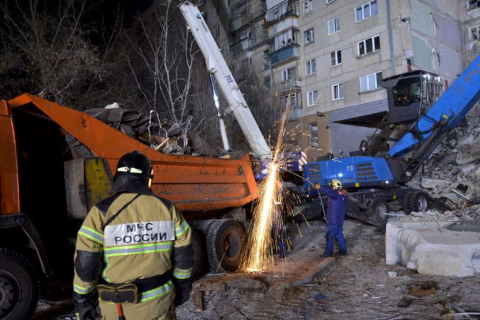 Crolla un palazzo in Russia: 21 morti, decine i dispersi
