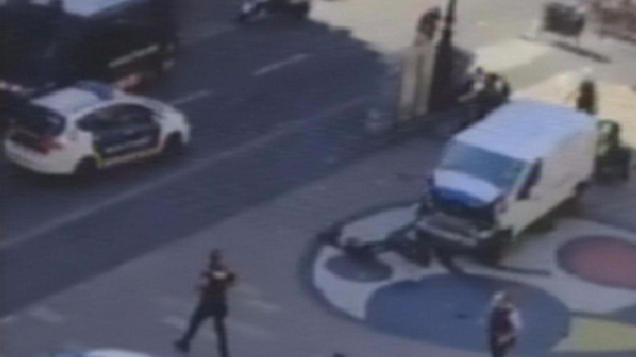 Barcellona, le immagini dell'attacco sulla Rambla
