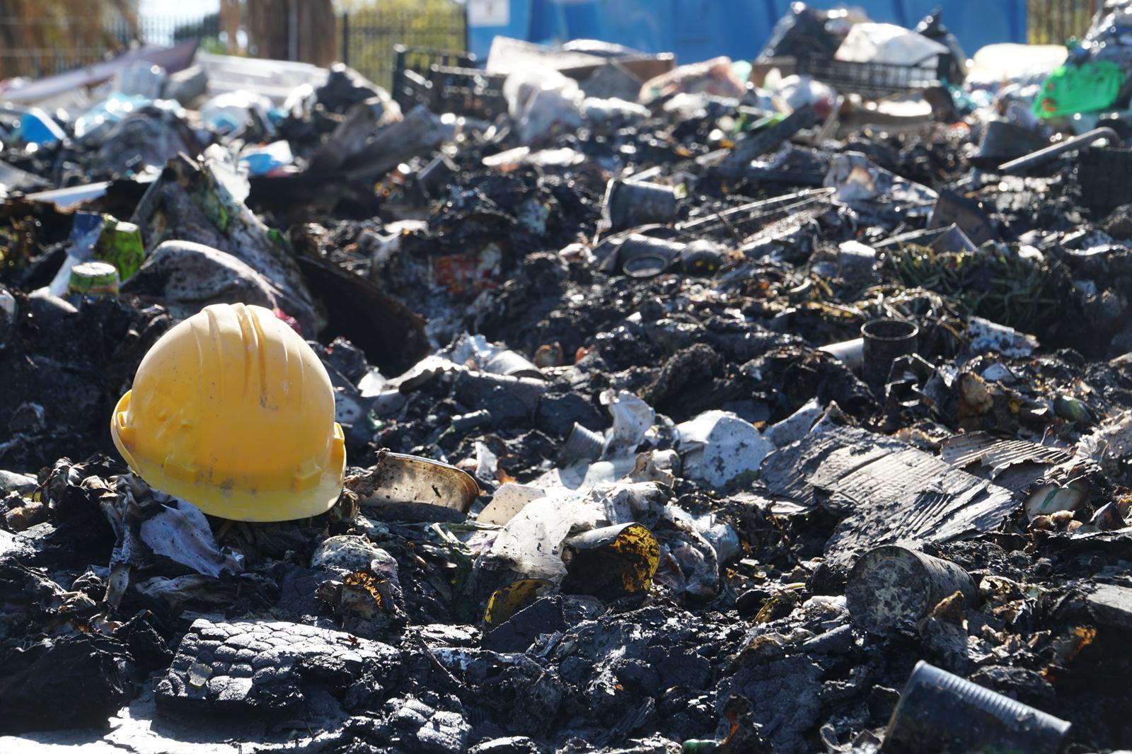 Torre del Greco, bruciati cumuli di rifiuti abbandonati