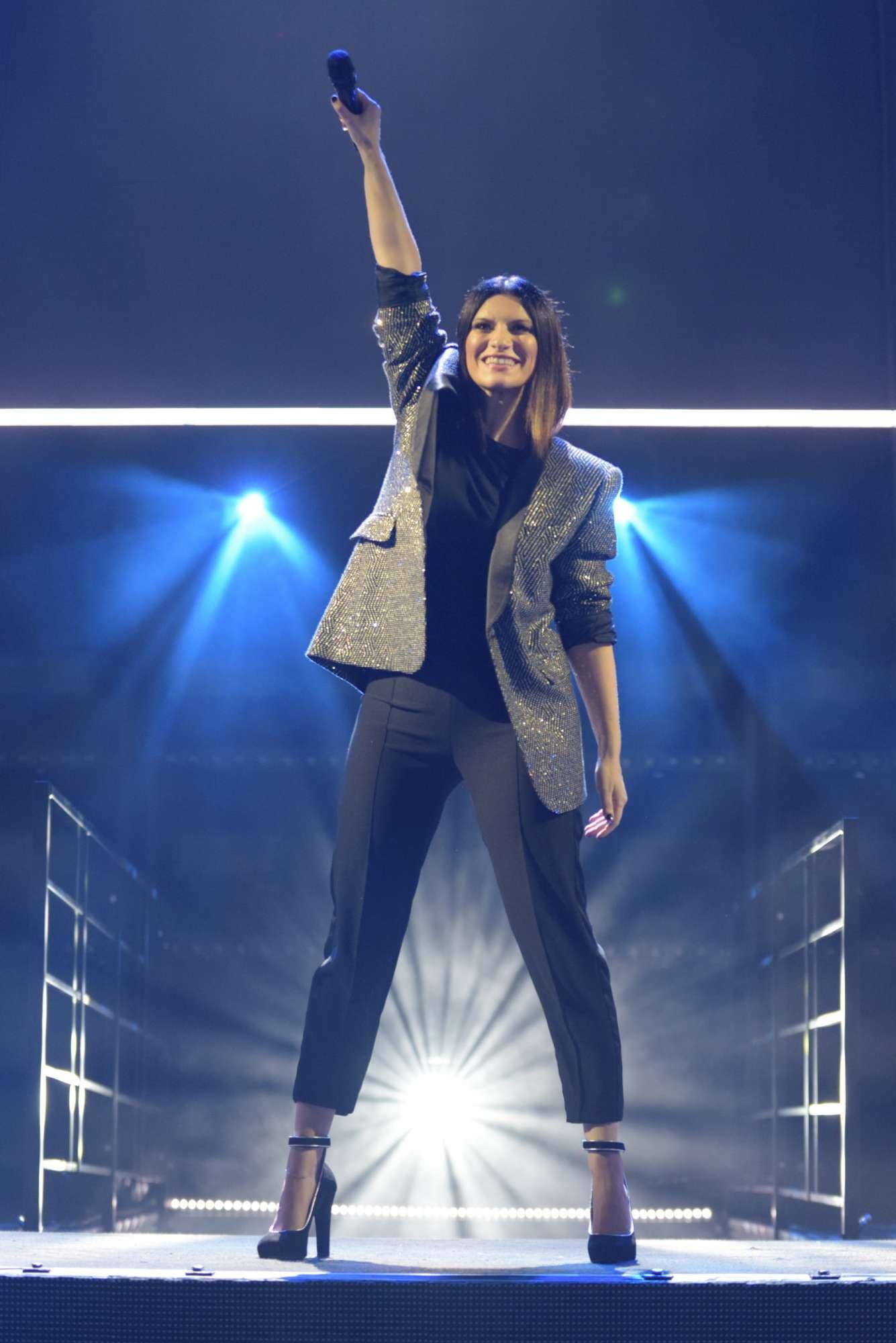 Laura Pausini alla conquista dell arena del Circo Massimo, ecco le foto del concerto