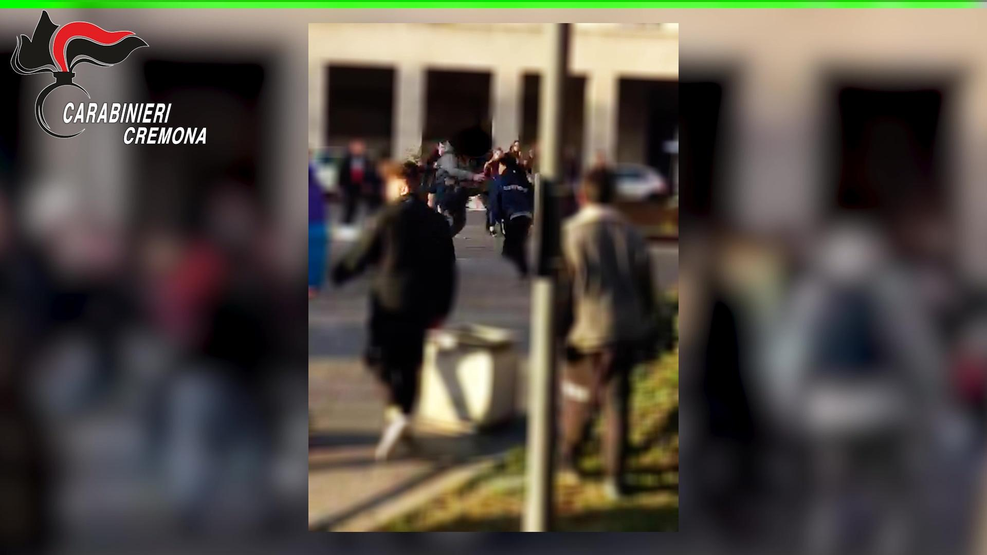 Cremona, sgominata baby gang: seminava il terrore in città con risse, rapine ed estorsioni agli studenti