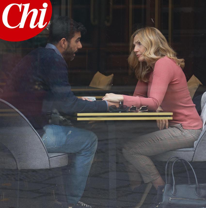 Lorella Cuccarini mano nella mano con un altro uomo, crisi matrimoniale?