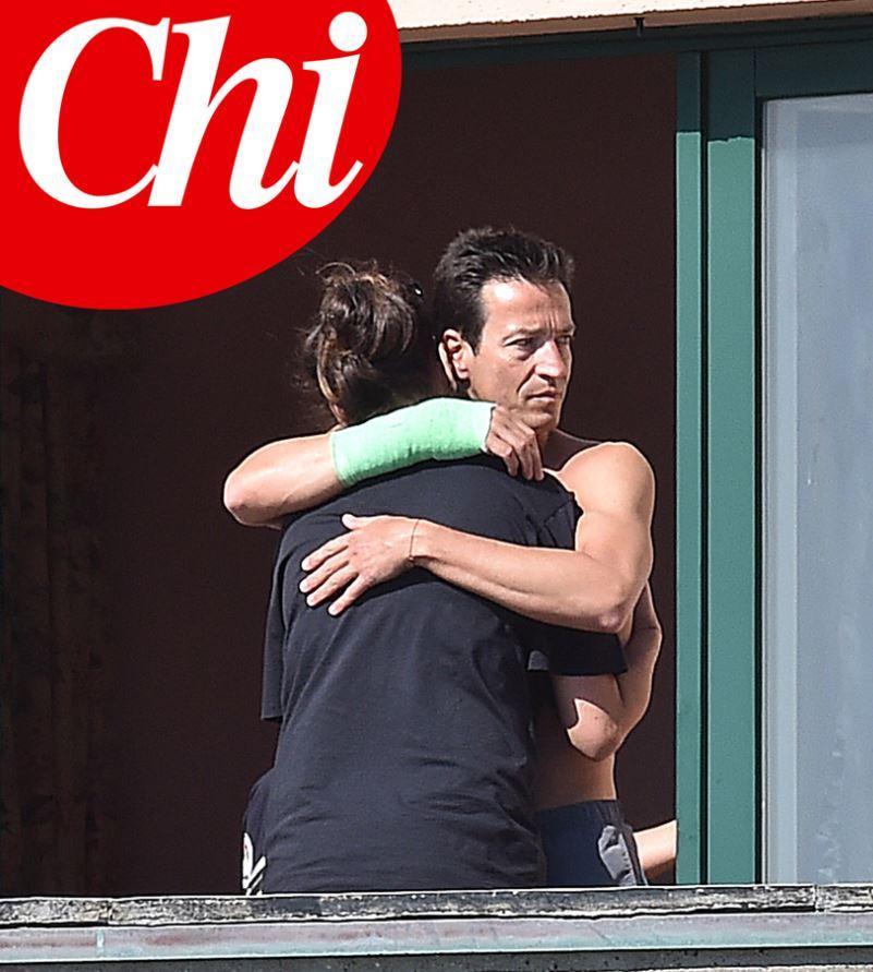 Alena Seredova abbraccia il suo Alessandro