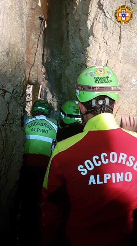 Palermo, salvata la cagnetta Lea: è rimasta sei giorni intrappolata in una grotta
