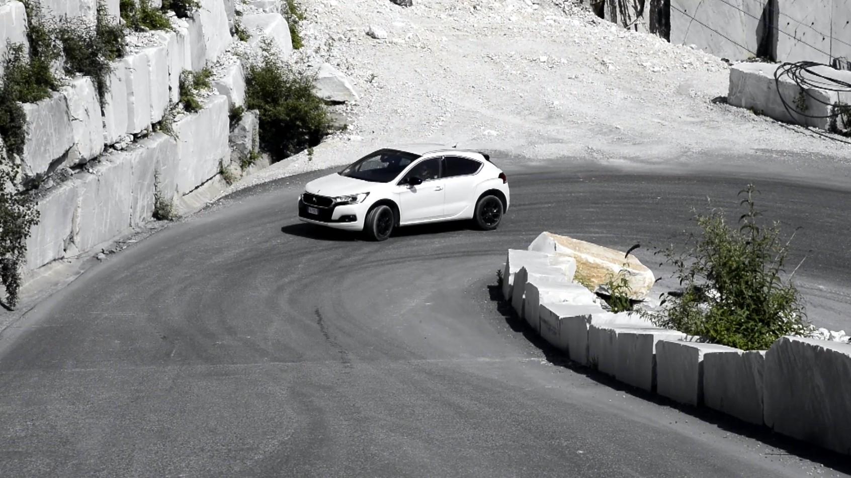 DS4 Crossback, viaggio tra le Alpi Apuane