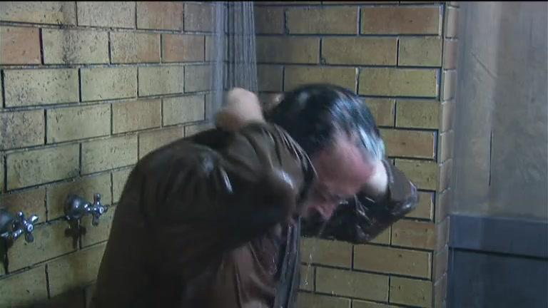 Cristiano Malgioglio, che doccia...!