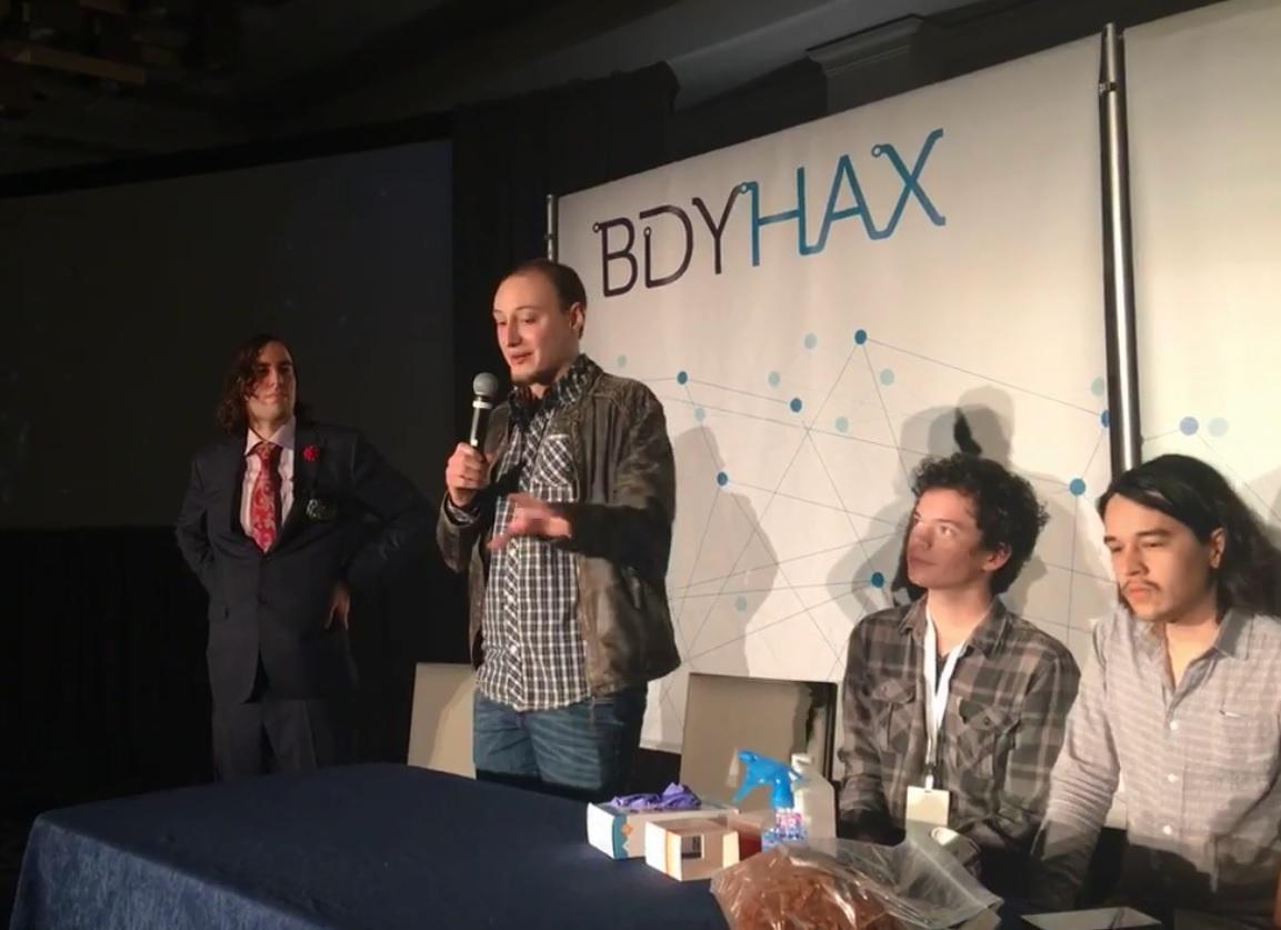 Usa, biohacker si inietta in diretta Facebook il vaccino fai-da-te dell herpes