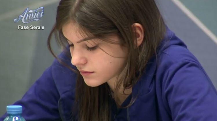 Amici 15 , Chiara in lacrime
