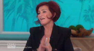 Sharon Osbourne, debutta in tv con il quarto lifting:  Il chirurgo mi ha tirato tutto su...