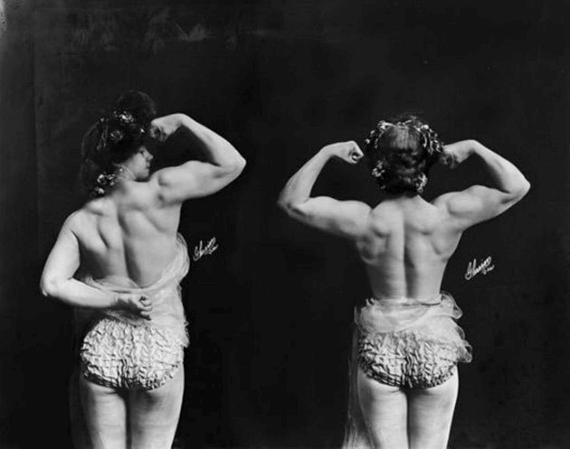 Donne coi muscoli, le foto delle culturiste di inizio Novecento