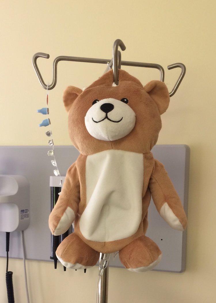Usa, ecco Mini Teddy: l orsetto inventato da una 12enne per superare la paura delle flebo